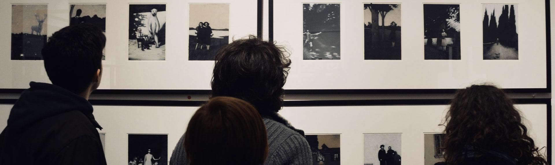 Inaugurata Oddities, la personale di Marco Cazzato nel segno di Fellini.